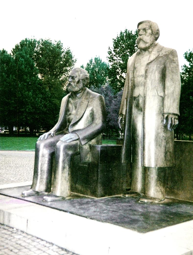 Marx_Engels_Denkmal_Berlin_2