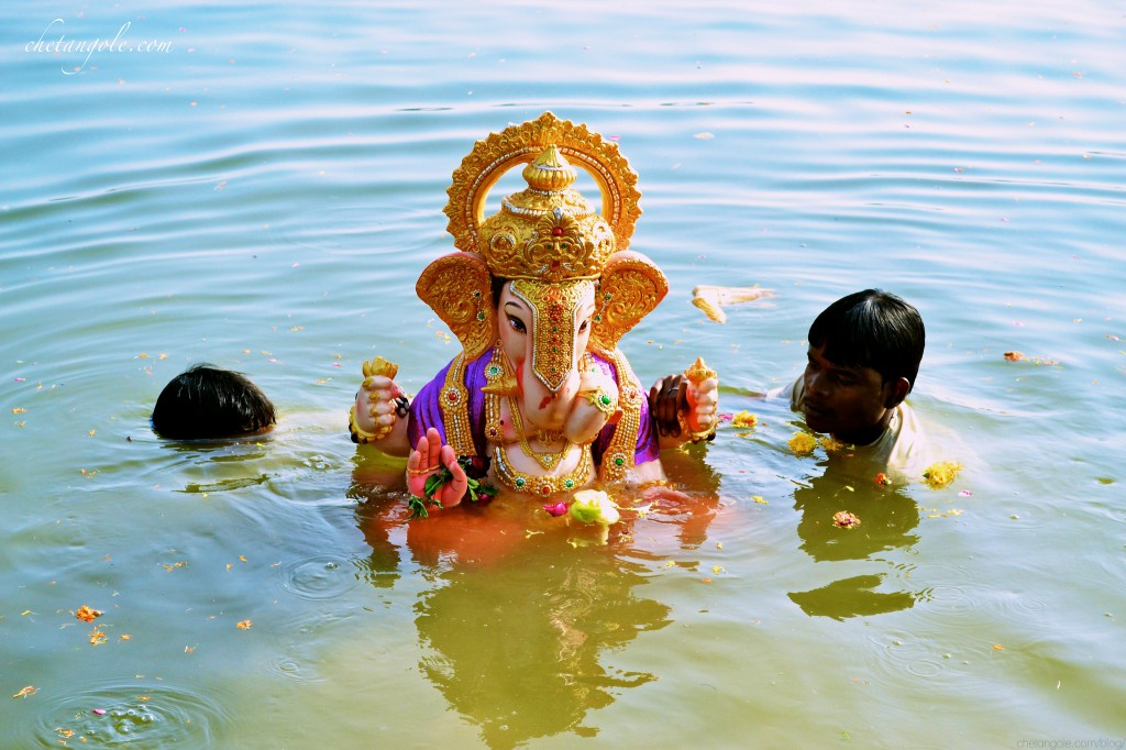 Ganesh_Visarjan_at_Futala_by_Chetan_Gole